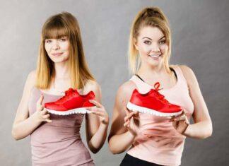 Czerwone buty z błyszczącej skóry